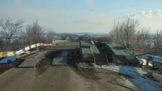 Artemivsk Debaltseve road Ukraine