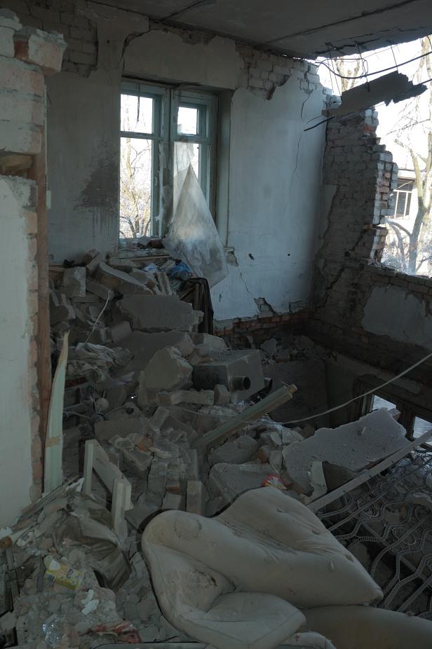 Debaltseve army living room destroyed